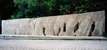 Karol Broniatowski: Memorial to the Jews deported from Berlin, 1991. Concrete. Height: 300 cm, Width: 200 cm. Depth: 80-150 cm, S-Bahnhof Berlin-Grunewald.