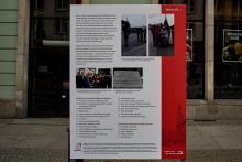 """Ausstellung im öffentlichen Raum über die Polonia in Breslau, organisiert durch das Zentrum für """"Zukunft und Gedenken"""" (Ośrodek Pamięć i Przyszłość) in Breslau. Tafel XV / XV."""