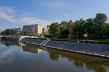 Blick auf die Martinskirche (Kościół św. Marcina) in Breslau aus Richtung der Oder.