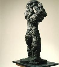 Karol Broniatowski, Akt III, 1988, brąz, wysokość 147 cm.