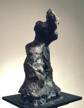 Karol Broniatowski, Akt IV, 1988, brąz, wysokość 127 cm.