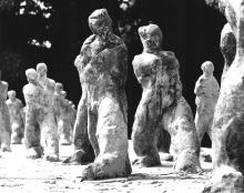 Karol Broniatowski: Group 93 (Small striding figures), 1986. Bronze, height 23 to 30 cm.