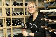 """Ihr Sommelier Roman Goldshteyn verfügt zurzeit über ein Arsenal von ungefähr 500 Weinsorten im Keller von """"Agata's""""."""