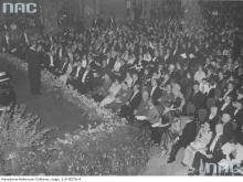 Jan Kiepura on stage during the concert in the Marmorsaal of the Berlin Zoologischer Garten.