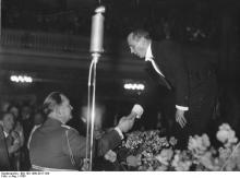 Jan Kiepura at a concert in the Marmorsaal in the Berliner Zoo on 25th February 1935 to mark the opening of the German/Polish Institute in the Lessing College.