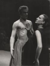"""Janina Szarek w """"Androklesie i lwie"""" w scenie z Bogdanem Słomińskim, Teatr Cypriana K. Norwida w Jeleniej Górze, 1977 r."""