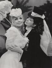 """Janina Szarek (z lewej) jako Izabela Łęcka w """"Panu Wokulskim"""", z prawej Asja Łamtiugina. Teatr Współczesny we Wroclawiu."""