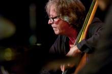 Lech Wieleba on the double bass.