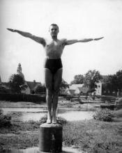 Józef Szajna w Maczkowie (Haren) nad rzeką Ems, 1946.