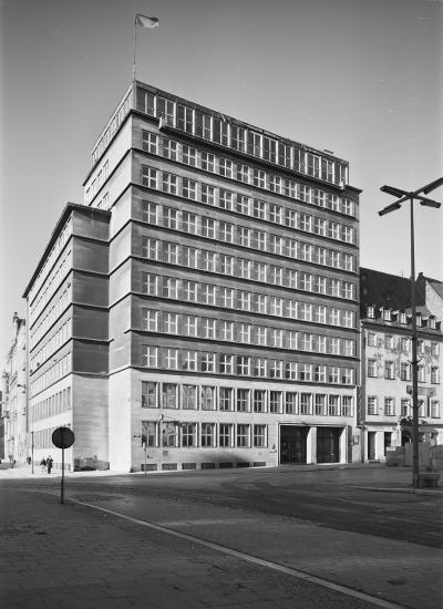 High-rise building of the Sparkasse on the Market Square in Wrocław, 1988.