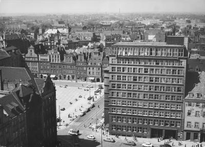 Plac Solny in Wrocław, right - high-rise building of the Sparkasse, undated (after 1945).