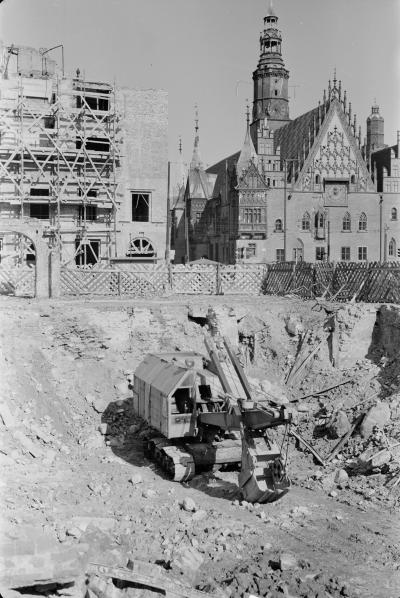 Excavator in a construction site in front of the city hall of Wrocław, 1955.