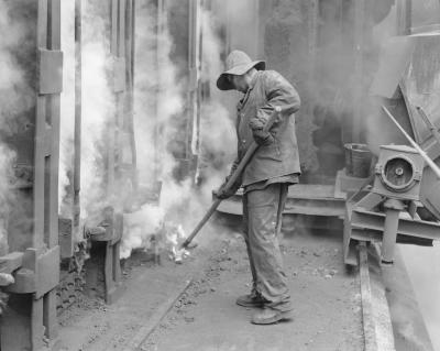 A worker in front of a coke oven battery of the Victoria coal mine in Hermsdorf, 1986.