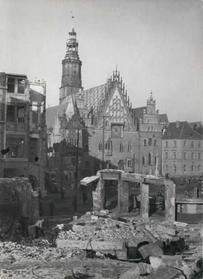 City hall at the Market Square in Wrocław with war ruins, 1955.