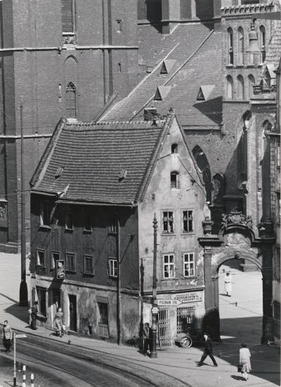 "Altaristenhaus ""Hänsel"" am Ring Breslau, 1961"