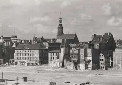 Square Nowy Targ in Wrocław with war ruins, 1961.