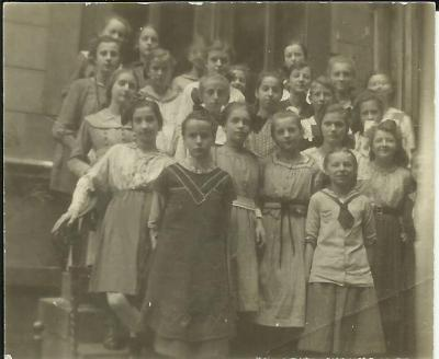 Schoolgirls at the Scherings'chen Lyceum. Janina Kłopocka (Second row, second from the left).