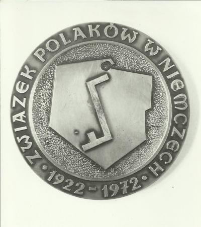 A Jubilee medal based on a design by Janina Kłopocka, coined on the occasion of the 50th anniversary  of the foundation of the Union of Poles in Germany.