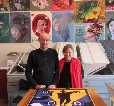 Das Sammlerehepaar Joanna und Mariusz Bednarski in der Pigasus Polish Poster Gallery in Berlin, September 2015.